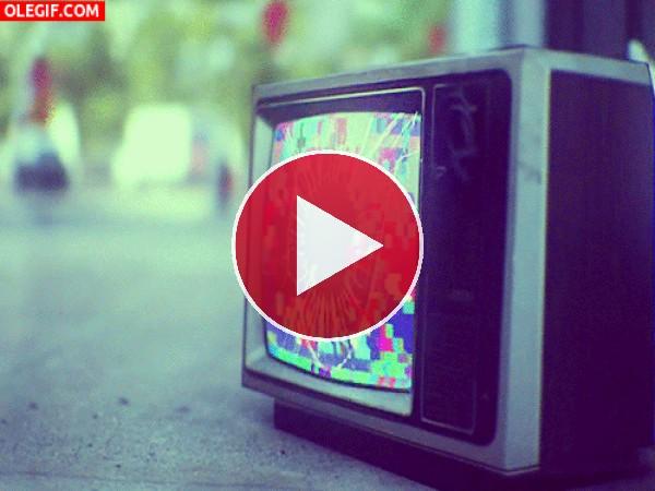 GIF: La explosión de un televisor