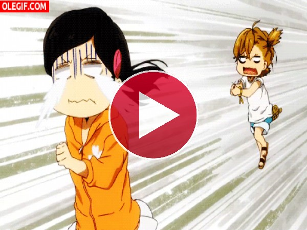 Hina Kubota llorando y perseguida por Naru Kotoishi