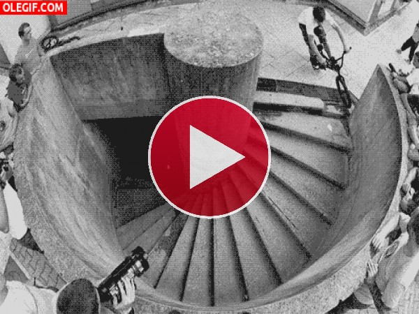 GIF: Descenso extremo por unas escaleras