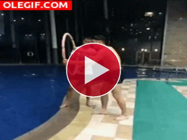 GIF: ¡Al agua vas!