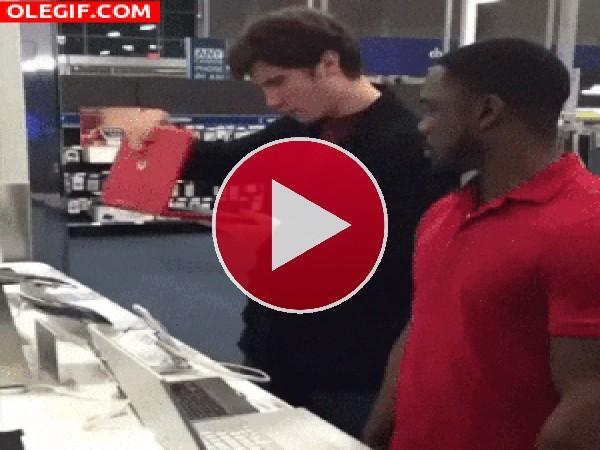 Cómo romper un portátil de la forma más tonta