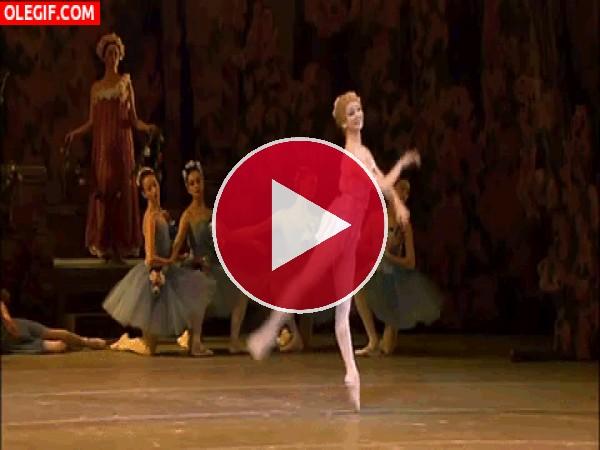 Una bailarina en el escenario