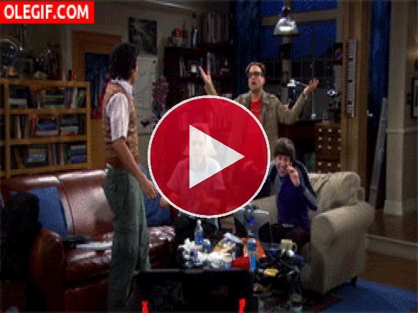 """GIF: Los chicos de """"The Big Bang Theory"""" bailando de felicidad"""