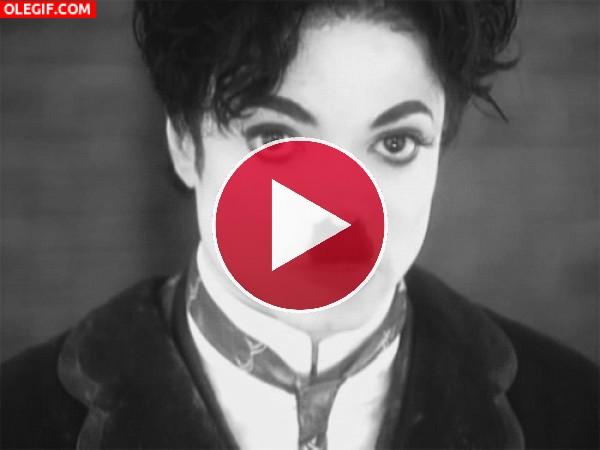 GIF: Michael Jackson imitando a Charlot