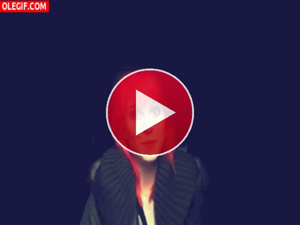 GIF: La risita de Hayley Williams