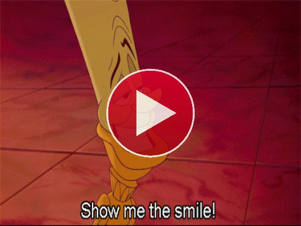 Lumiere diciéndole a Bestia que sonría