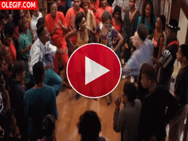 GIF: Veamos quién baila mejor
