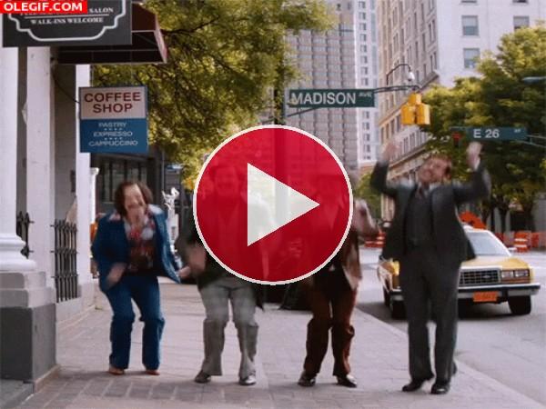 """Los protagonistas de """"Anchorman"""" saltando de felicidad"""