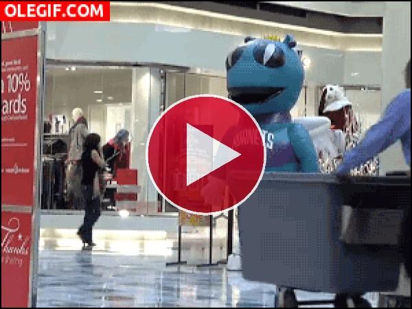 GIF: Susto en el centro comercial