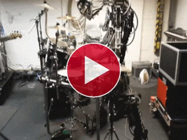 GIF: Una banda de robots