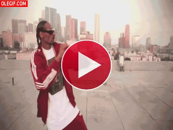 GIF: Snoop Dogg bailando