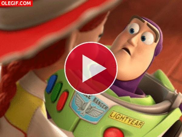 GIF: Buzz poniendo ojitos a Jessie