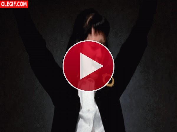 GIF: Lydia  bailando y cantando