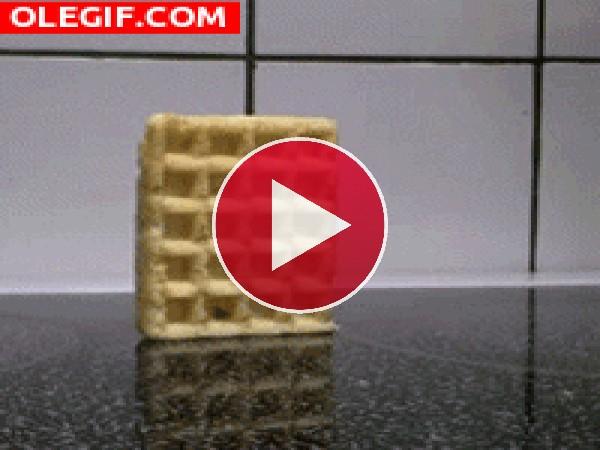 GIF: La caída del gofre