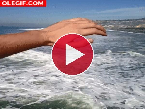 Moviendo las olas del mar