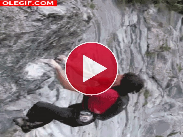 GIF: La caída de un escalador