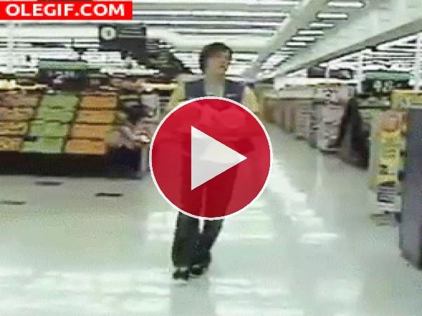 GIF: Caída en el supermercado