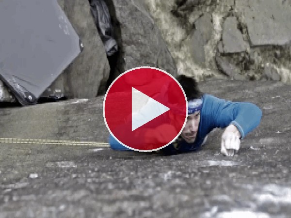 GIF: Escalando una pared de roca