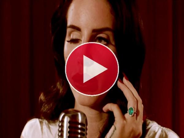 Lana del Rey moviendo los ojitos