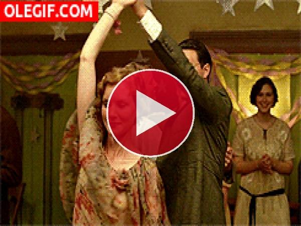 GIF: Cuando surge el amor en la pista de baile