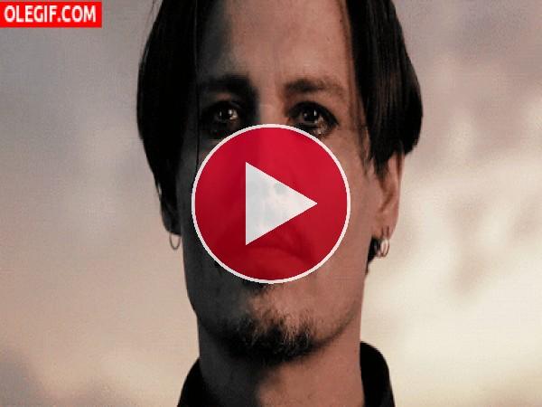 GIF: Johnny Depp mirando al vacío