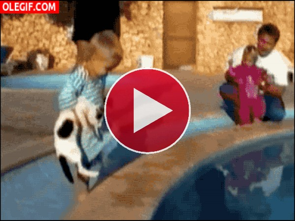 ¡Niño al agua!