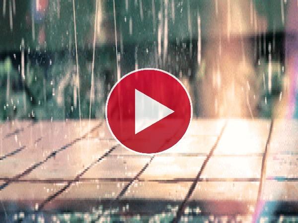 Lluvia chocando en el suelo