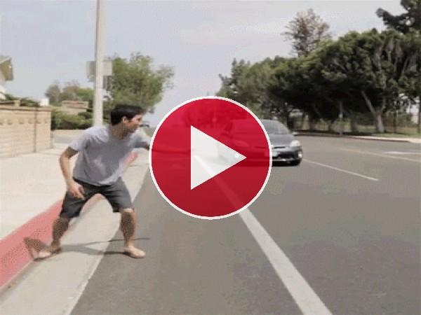 GIF: Subiendo a un coche en marcha