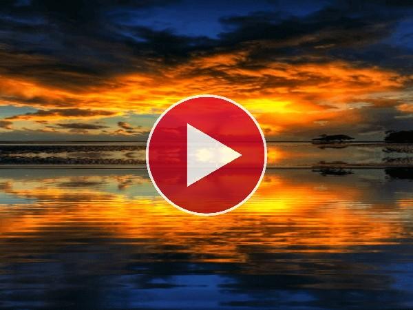 GIF: Amanecer reflejado en el agua