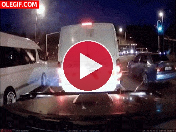 GIF: ¡Me salvé del accidente!