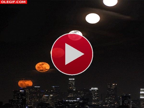 GIF: Lunas sobre la ciudad