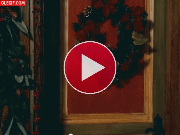 GIF: Papá Noel se afeitó la barba