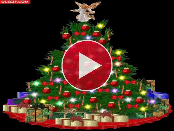 Ángel sobre un árbol de Navidad