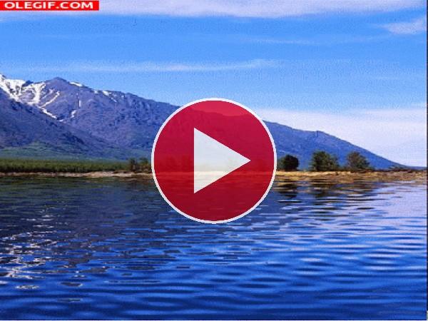 Corriente en el agua del lago