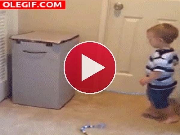 GIF: Este niño es todo un karateka
