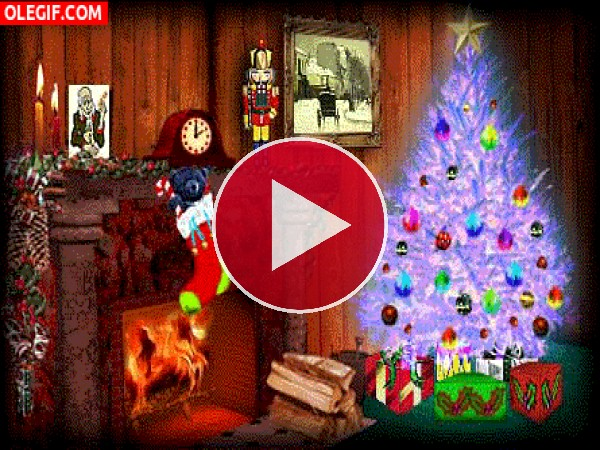 GIF: Árbol de Navidad luciendo junto a la chimenea