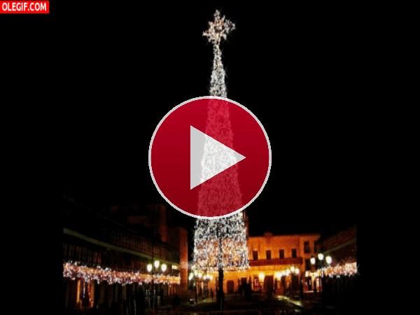 GIF: Árbol de Navidad luciendo en Almagro