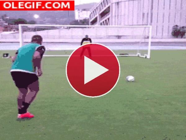GIF: Paró la bota de penalti