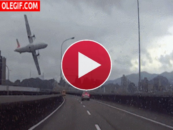 GIF: Accidente aéreo