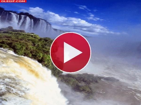 Enormes cataratas en la naturaleza