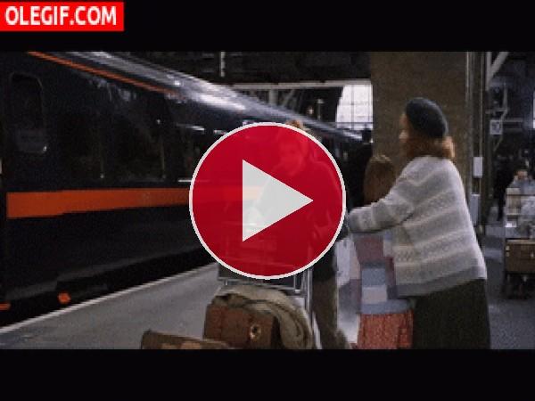 GIF: Travolta no entiende la magia