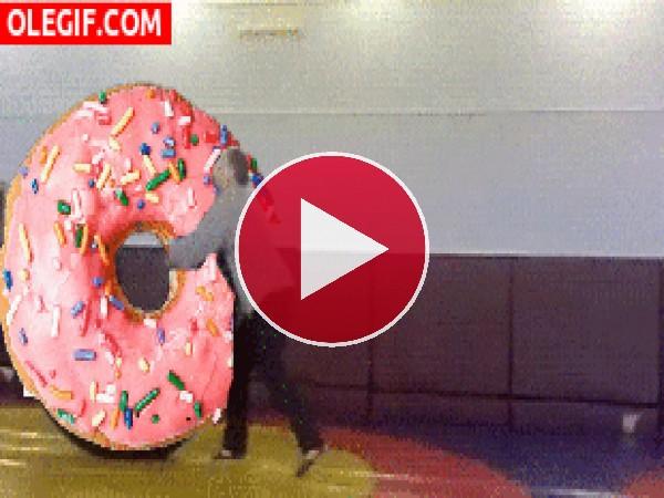 GIF: Lanzamiento de un donut gigante