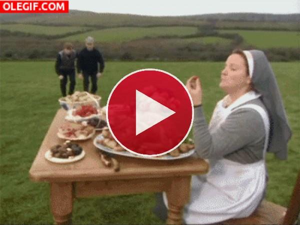 GIF: Esta comida es solo para mi