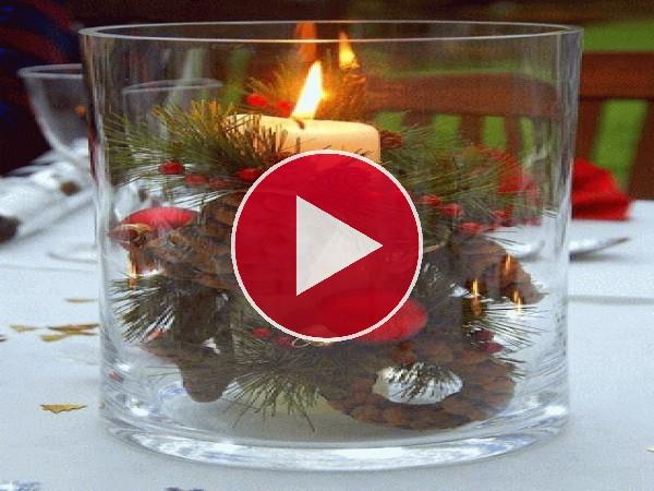 Bonita decoración en la mesa de Navidad