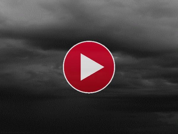 GIF: Relámpagos en un cielo gris