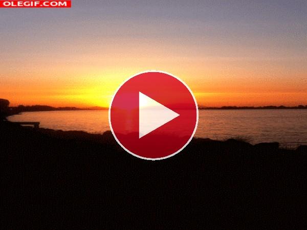 GIF: Sol brillando al amanecer