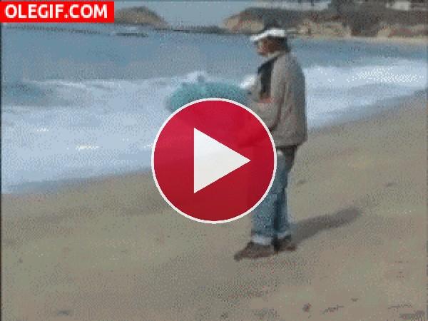 Vaya manera de practicar surf