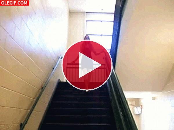 GIF: Bajando las escaleras con estilo