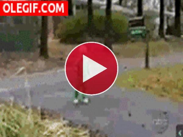GIF: Mira a este bebé haciendo la voltereta