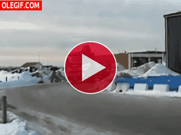 GIF: Derrapando con el camión